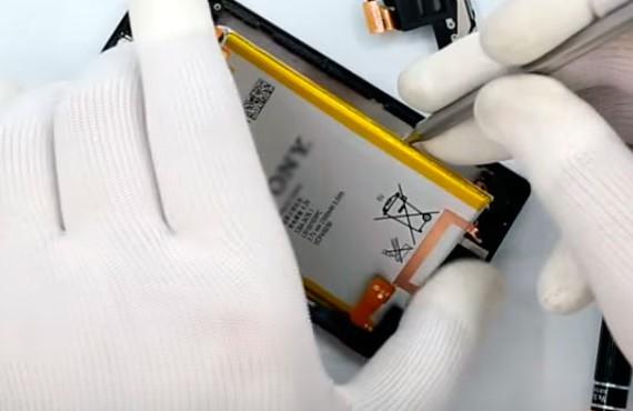Замена батареи Сони Иксперия